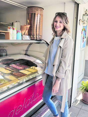 """<p class=""""caption"""">Bei gutem Wetter hat auch die Eisdiele in Michis Cafe geöffnet.</p>"""