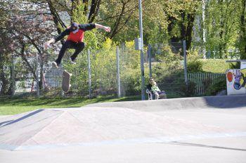"""<p class=""""caption"""">Beim Contest können die Skater ihre Tricks präsentieren und ihr Können unter Beweis stellen. Fotos:handout/Martina Großlercher</p>"""