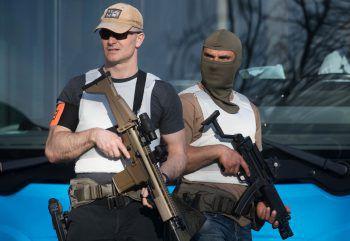 Bewaffnete Polizisten in der Innenstadt von Münster. Mehrere Menschen mussten sterben, als ein Kastenwagen in eine Menschenmenge fuhr.