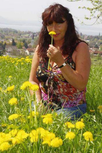 """<p class=""""caption"""">Brigitta aus Dornbirn genießt die Frühlingszeit.</p>"""
