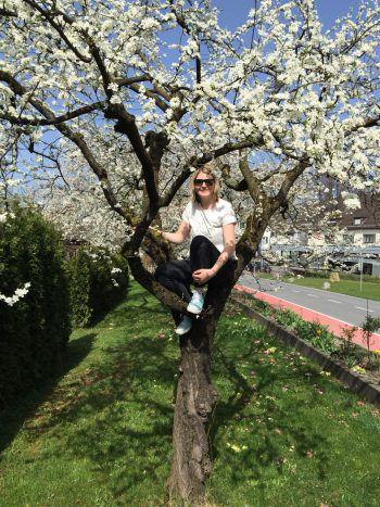 Cornelia liebt den Frühling, wenn Bäume und Pflanzen wieder zu blühen beginnen.