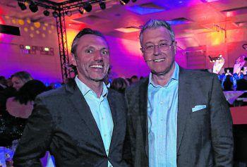 "<p class=""caption"">Dakar-Biker Markus Berthold und Moderator Thomas König.</p>"