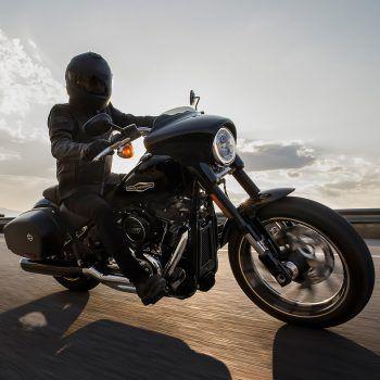 """Der """"American Way of Ride"""" – ein Mythos, der realisiert werden kann. Zum """"Open-House""""-Event bei Harley-Davidson in Rankweil sind Bike-Fans aller Geschlechter herzlich willkommen! Ein idealer Treffpunkt, um geniale Fahrgestelle zu bewundern. Fotos: handout/Rohrer/Harley Davidson."""