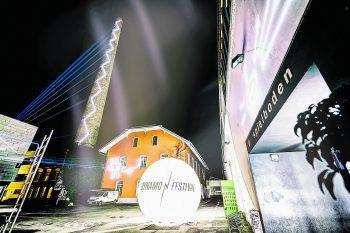 Die ersten Bilder der Projektionen am Spielboden lassen auf eine gewaltige Show schließen.Foto: Matthias Rhomberg (2), handout/privat