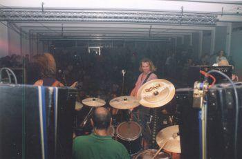 """<p class=""""caption"""">Die Rockband dEUS im Pool von 1996.</p>"""