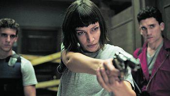 """<p class=""""caption"""">Die Story wird aus der Sicht der Kriminellen """"Tokio"""" erzählt.Fotos: Netflix</p>"""