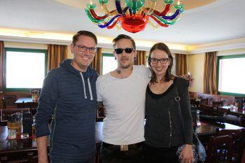 """<p class=""""caption"""">Die WANN & WO-Gewinner Markus und Maria Sternbaum beim Meet & Greet mit Christopher Seiler. Fotos: Franz Lutz</p>"""
