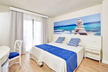 """<p class=""""caption"""">Die Zimmer überzeugen mit moderner und komfortabler Einrichtung.</p>"""