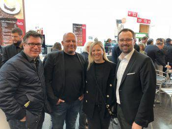 """<p class=""""caption"""">Dieter Heidegger, Lukas und Brigitte Konzett, Markus Kirschner (W&W-Anzeigenleiter)</p>"""
