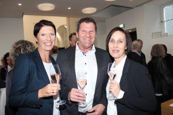 """<p class=""""caption"""">Elke und Werner Metzler mit Susanne Ladstätter.</p>"""