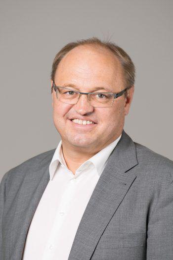 """Elmar Rhomberg, Bürgermeister: """"Mit dem Lauteracher Ried, den vielen Möglichkeiten sowie den zahlreichen Arbeitsplätzen ist Lauterach ein begehrter Wohnort. Auch der neue Bahnhof in zentraler Lage und die gut ausgebauten Radwege tragen zu ausgezeichneter Lebensqualität bei."""""""