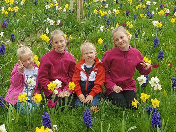 """<p class=""""caption"""">Emely (10), Lena (10), Mia (5) und Finn (3) aus Lauterach.</p>"""