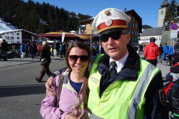 """<p class=""""caption"""">Fabienne Kienreich unter Polizeischutz.</p>"""