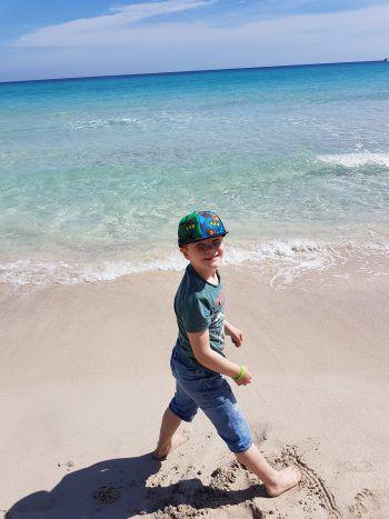 """<p class=""""caption"""">Felix (6) genießt den Frühling auf Mallorca.</p><p class=""""caption"""" />"""