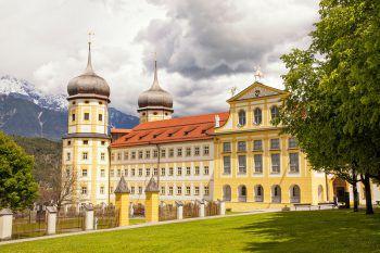 Das Stift Stams wurde bereits 1273 gegründet und ist heute ein Schulzentrum.