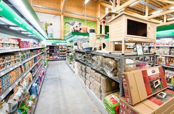 """<p class=""""caption"""">In den BayWa-Märkten in Lauterach, Rankweil und Bludenz findet sich alles für Garten, Heim und Tier. Foto: handout/BayWa</p>"""