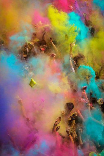 """<p class=""""caption"""">Ein wahres Farbspektakel erwartet die Besucher am Samstag in Hard.</p>"""