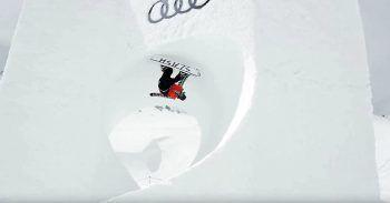 """<p class=""""caption"""">Gigi Rüf kopfüber im wohl ersten gecarvten Snowboard-Loop überhaupt.Screenshot: Youtube</p>"""
