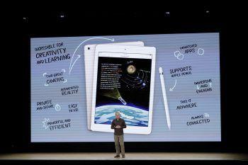 Greg Joswiak, Vizepräsident von iOS, iPad and iPhone spricht vor den Apple-Jüngern.