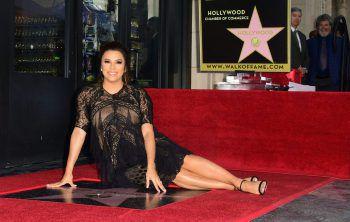 """<p>Hollywood. Top-Shot: Die hochschwangere Schauspielerin Eva Longoria enthüllt ihren Stern auf dem """"Walk of Fame"""".</p>"""