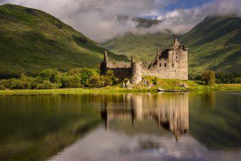 In Schottland können traumhafte Landschaften und Gebäude besichtigt werden.