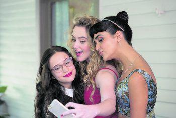 """<p class=""""caption"""">Julie, Kayla und Sam wollen in der """"Prom Night"""" zum ersten Mal Sex haben.</p>"""