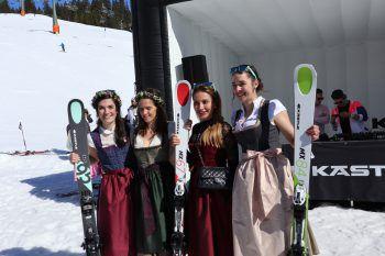 Katharina Gartman, Carola Hild, Dirndldesignerin Kinga Mathe und Katja Hänsler.