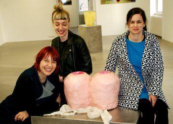 Künstlerin Evelyn Loschy, Galeristin Michaela Stock und Psychologin Isabel Bitriol-Dittrich. Fotos: Andrea Pezold