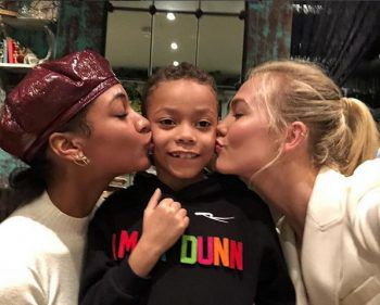 <p>Küsschen: Model Jourdan Dunn mit Söhnchen Riley und Karlie Kloss.</p>