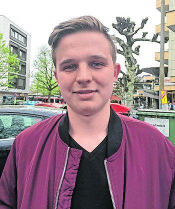"""<p>Laurin, 18, Dornbirn: """"Tracht ist eine gute Sache und gehört für mich zur Tradition und Kultur Österreichs. Meistens ziehe ich meine Lederhose zu Festen, etwa zum Maibock oder beim Oktoberfest, an.""""</p>"""