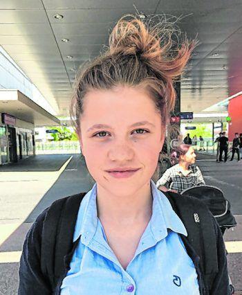 """<p>Leonie, 16, Höchst: """"Ich habe schon einige Videos zu der Challenge gesehen. Ich persönlich werde aber nicht bei diesem Trend mitmachen, da er zwar lustig, aber meiner Meinung nach auch ziemlich unnötig ist.""""</p>"""