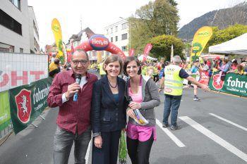 """<p class=""""caption"""">LR Barbara Schöbi-Fink mit den Moderatoren Martin Böckle und Martina Ess.</p>"""