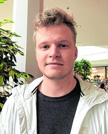 """Lukas, 20, Mittelberg: """"Das Verbot ist ein Schritt in die falsche Richtung. Eltern sollten selbst bestimmen können, wie ihr Kind aufwächst. Es spaltet die Gesellschaft mehr als notwendig. Wie heißt die Devise so schön: 'Never change a running system'."""""""