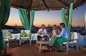 """<p class=""""caption"""">Luxuriös dinieren kann man auf der Terrasse vom Hotel La Bisaccia.</p>"""