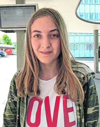 """<p>Madlen, 13, Dornbirn: """"Für mich ist diese verrückte Challenge leider nichts. Trotzdem finde ich die Videos, die ich bisher dazu gesehen habe, witzig. Ich schaue mir die Clips darum auch an.""""</p>"""