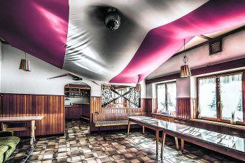 Momentum: Die Fotos des verlassenen Hotels am Arlberg lassen an die mit Touristen vollbesetzten Abende erahnen. Fotos: handout/Privat