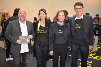 Museumsdirektor Andreas Rudigier mit den Kuratoren Daniela Egger und Theresia Anwander sowie Ifs-Schuldenberater Peter Kopf.