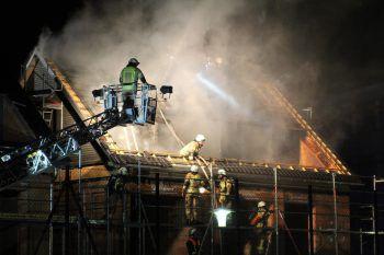 Nach etwa eineinhalb Stunden wurde das Feuer gelöscht.Foto: VOL.AT/Rauch