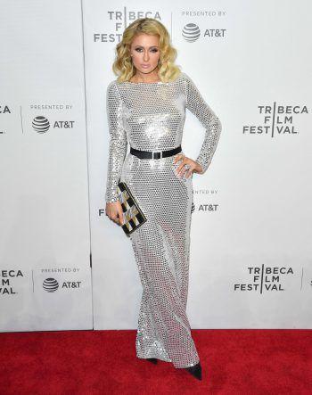 """New York. Elegant: Paris Hilton setzt sich bei der Premiere von """"The American Meme"""" in Szene."""