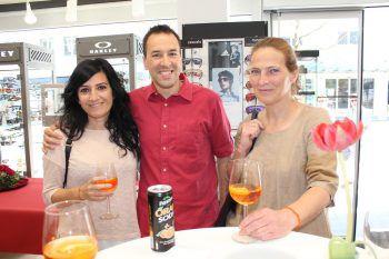 "<p class=""caption"">Olaya und Mario Leitner mit Elisabeth Galehr. Fotos: WAM</p>"