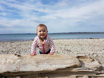 "<p class=""caption"">Paula (10 Monate) hat einen schönen Frühlingstag am See verbracht.</p>"