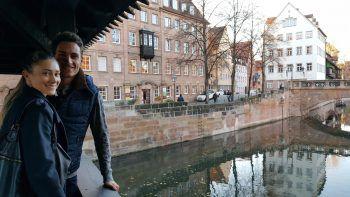 Rosalie mit ihrem Freund Georg in ihrer neuen Heimat: der Frankenmetropole.Fotos: handout/Tschann