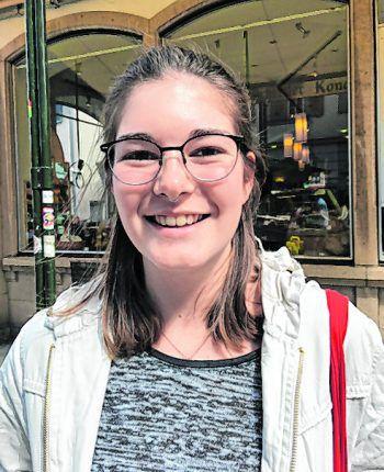 """<p>Sabrina, 19, Lustenau: """"Es sollte kein generelles Verbot geben, da an öffentlichen Orten auch Feste stattfinden. Dann dürfte es dort auch keinen Alkohol geben. Am Bahnhof finde ich es aber sinnvoll.""""</p>"""