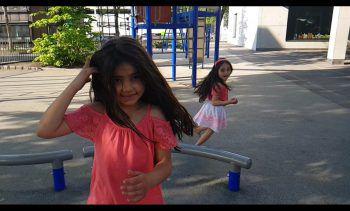 """<p class=""""caption"""">Serra und Lena Nil freuen sich, endlich wieder ausgiebig auf dem Spielplatz zu toben.</p>"""