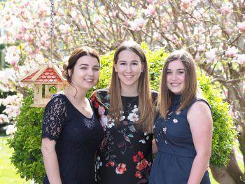 """<p>Sophia, Emma und Johanna sammelten mit diesem Bild 162 """"Likes"""" und sicherten sich somit den Sieg in der Kategorie """"Online"""". Fotos : Privat; Shutterstock</p>"""