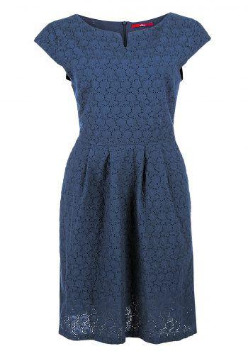 """<p class=""""caption"""">Spitzenstoffe in beliebten Farben, raffiniert im Schnitt – ein klassisches Sommerkleid für viele Anlässe. Preis: 69,99 Euro.</p>"""