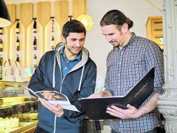"""<p class=""""caption"""">Stefan Köb und sein Geschäftspartner Lukas Buttazoni im neuen Pier69.Fotos: MiK</p>"""
