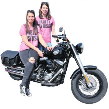 """<p class=""""caption"""">Stefanie und Jenny Rotheneder vom Harley-Davidson-Team.</p>"""