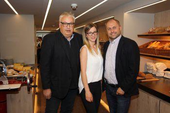 "<p class=""caption"">STR. Hans Bandl mit Silvia Plangg und Thomas Laterner vom Stadtmarketing.</p>"