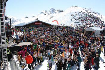 Tausende Besucher konnten den Auftritt des Austro-Pop-Duos bei strahlendem Sonnenschein genießen!